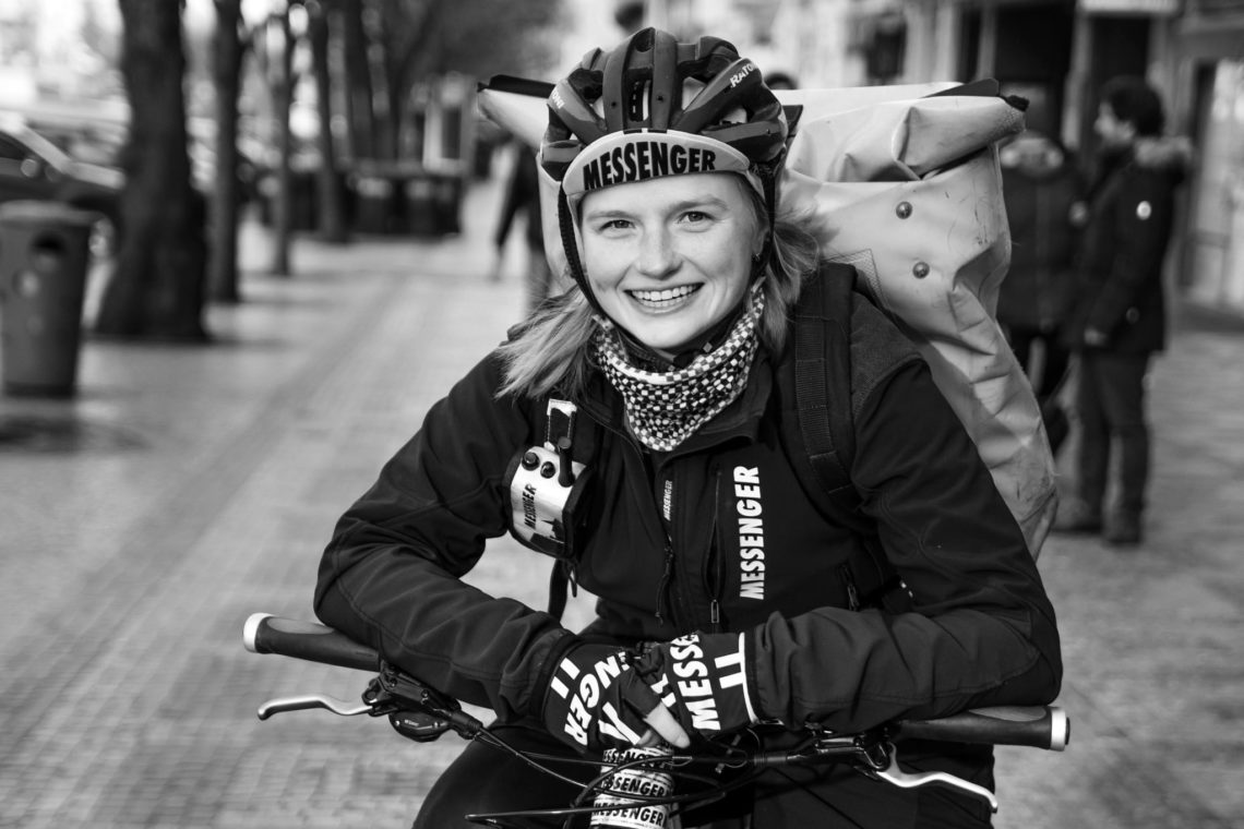holky na kole v praze